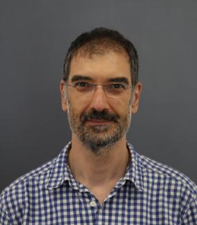 Ο ερευνητής του Ινστιτούτου Αστροφυσικής του ΙΤΕ, Καθηγητής Ανδρέας Ζέζας, μας μιλάει από το Αστεροσκοπείο του Σκίνακα στην Κρήτη